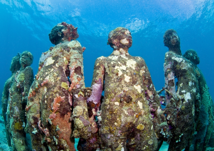 2.1 - Images - Jason deCaires Taylor, Vicissitudes, 2016, pH neutral cement and live coral:Algae, 26 life size figures at 5m depth in the Caribbean sea. Courtesy of the artist.